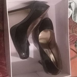 Pair of Steve Madden meltz heels black